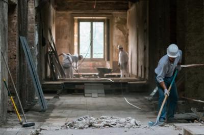 Comment bien nettoyer le carrelage à la fin d'un chantier ?